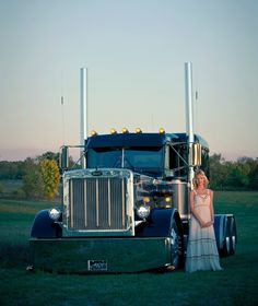 Show Trucks, Big Rig Trucks, Old Trucks, Lifted Trucks, Peterbilt 379, Peterbilt Trucks, Trucks And Girls, Car Girls, Heavy Construction Equipment
