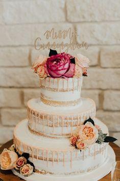 wedding planning: wedding details - Keeping It Caitlin Something Borrowed, Something Blue, Creating A Blog, Wedding Details, Wedding Cakes, Wedding Planning, Wedding Gown Cakes, Wedding Pie Table, Wedding Ceremony Outline