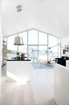 Scandinavian-style-white-windows-wood-kitchen