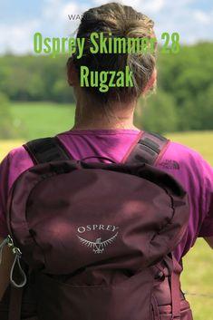 De Osprey Skimmer 28 voor dames is een fijne dagrugzak voor wandelaars die gebruik maken van een waterzak. De rugzak heeft veel opbergruimte en zit comfortabel.  #wandawandelt #OspreyEurope #OspreySkimmer28L #OspreyHiking #wandeltip #wandatest Best Hikes, Dutch, Gym Bag, Hiking, Group, Board, Walks, Dutch Language, Trekking