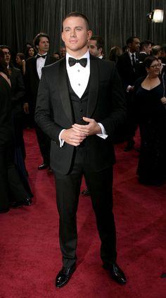 oscars red carpet 2013   academy awards suit tuxedo white shirt black bowtie channing tatum