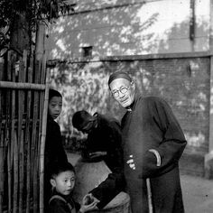old shanghai picture  - photo by Walter Arrufat (1920-2007)