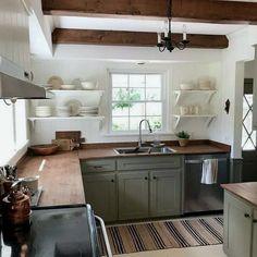Getting The Best Timeless Kitchen Design Inspiration 26 Farmhouse Kitchen Interior, Cottage Kitchens, Home Kitchens, Popular Kitchen Colors, Timeless Kitchen, Kitchen Colour Schemes, Color Schemes, Küchen Design, Sweet Home