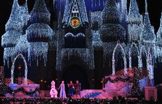 """Top 15 """"Must Know"""" Insider Tips for Mickey's Very Merry Christmas Party"""