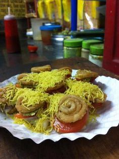 On the Chennai food trail: Sowcarpet - Agarwal Bhawan: The hallowed Agarwal Bhawan is next on the list. It's a good thing it takes about 20 minutes to reach the place. (30-minutes, if you stop for this murukku sandwich on the way.)