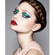 beautiful turquoise and navy blue eyeshadow