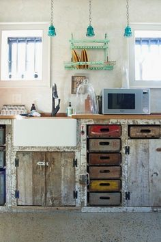Vintage Home WORK Lab's Vintage Eclectic Workspace — Workspace Tour - Crates as drawers and reclaimed wood cabinetry - Size: Front office space is square feet, back space is 600 square feet Rustic Kitchen Design, Interior Design Kitchen, New Kitchen, Kitchen Decor, Kitchen Ideas, Loft Kitchen, Awesome Kitchen, Shabby Chic Kitchen, Muebles Shabby Chic
