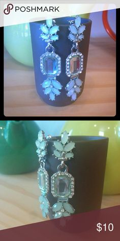Glitzy earrings!! Bold and pretty statement drop earrings! Priced to sell cause their haunted....J/K!! Pre Halloween humor...But seriously, perfect for a fun date night or that Melania Trump costume for said holiday. :) Jewelry Earrings