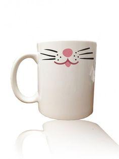taza en blanco y rosa
