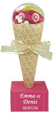 Et si vous mettiez de l'originalité dans vos supports à dragées ? Ces cornets à glace seront parfaits ! La boule translucide amovible sera idéale pour insérer vos dragées ! A déguster sans modération !!!  http://www.mariage.fr/cornet-a-glace-carton-boule-contenant-dragees.html