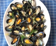 Mussels with Shaved Fennel and Saffron Fennel Recipes, Cuban Recipes, Irish Recipes, Greek Recipes, Pork Recipes, French Recipes, Meal Recipes, Shellfish Recipes, Seafood Recipes