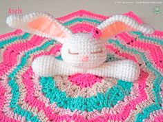 Free Written English Our Bunny is here to accompany the little ones in their first steps ♥♥♥ Let's learn a little about it . What is an baby blanket? The baby blankets a Crochet Elephant Pattern, Crochet Amigurumi Free Patterns, Knitting Patterns Free, Baby Knitting, Pattern Baby, Crochet Ideas, Lovey Blanket, Blanket Yarn, Crochet Lovey