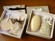 Simple and elegant vintage soap gift Idee Baby Shower, Shower Box, Gift Box For Men, Soap Packing, Soap Display, Soap Recipes, Home Made Soap, Handmade Soaps, Wedding Gifts