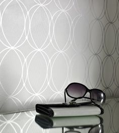 love this pinstripe with circle wallpaper