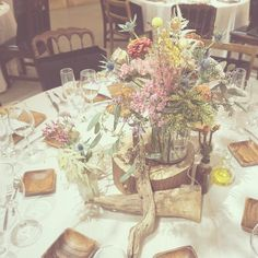 Wedding Decorations, Table Decorations, Photo Booth, Wedding Table, Color Mixing, Wild Flowers, Wedding Planning, Table Settings, Marriage