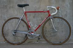 Andy Hampsten's Levis Pinarello team bike that he rode in the 1986 Coors Classic. Found on http://www.velocipedesalon.com
