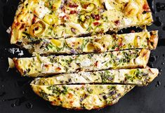 Backrohr auf 200 ºC (Ober-/Unterhitze, Umluft nicht empfehlenswert) vorheizen.Tomaten abtropfen lassen und fein würfeln. Käse in kleine Stücke schneiden.Erdäpfel schälen und würfeln. Zwiebel ... Superfood, Vegan, Frittata, Vegetable Pizza, Vegetables, Breakfast, Apple, Tomatoes, Easy Meals