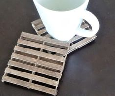 9 Surprisingly Chic Popsicle Stick Crafts for Grown-Ups - Organic Authority Remember when we used to terrify our parents with popsicle stick crafts that clashed with everything? Here are 9 fun popsicle stick crafts for grown-ups. Popsicle Stick Coasters, Popsicle Stick Crafts House, Diy Projects With Popsicle Sticks, Craft Stick Projects, Craft Stick Crafts, Pop Cycle Stick Crafts, Craft Ideas, Pop Stick Craft, Art Projects