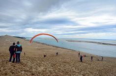 Some people will be paragliding on the highest dune in Europe, and you, what is your plan for the weekend? . . . . #france #france #法國 #フランス #francia #프랑스 #prancis #فرانسه #frança #франция #ฝรั่งเศส #fransa #pháp #visitfrance #travel #photo #photography #picoftheday #photooftheday #行きたい #beautyoffrance #francecommunity #paragliding #dune #dunedupilat #weekend #sea #arcachon #cloudporn #skyporn