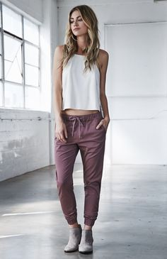 love joggers? me too! head to southern elle style to read how to wear joggers to work! http://southernellestyle.com/blogfeed/how-to-wear-joggers-to-work