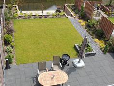 Reeds hebben wij met trots weer een prachtige achtertuin opgeleverd, deze tuin gelegen aan het water met een strak design. Ook hebben wij de complete tuinaanleg verzorgt aan de voorkant van het hui… Garden Design Plans, Backyard, Patio, Garden Inspiration, Garden Ideas, Landscaping Plants, Home Deco, Interior And Exterior, Outdoor Gardens