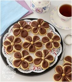 ― Cahide Sultanさん( 「Bismillâhirrahmanirrahîm: Şüphesiz biz sizi, kişinin önceden elleriyle yaptıklarına bakacağı ve…」 Biscotti Cookies, Yummy Cookies, Cake Cookies, Cookie Desserts, Cookie Recipes, Dessert Recipes, Bread Shaping, Turkish Recipes, Creative Food