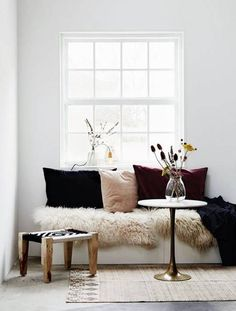 Elegant space for reading — some great ideas for organizing window seats.