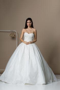 bc487e37c4a2 Οι 1013 καλύτερες εικόνες για Νυφικά Wedding Dresses το 2019