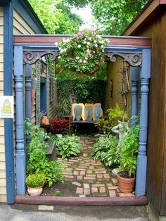 Colorful vintage artsy nook for the dead space between houses or garages