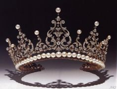 A diamond and pearl tiara originally belonging to Princess Marina, the Duchess of Kent. Description from maries-jewels-royals.blogspot.com.au. I searched for this on bing.com/images