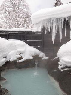 Hot spring in Akita, Japan。秋田県の冬。温泉。露天風呂。氷柱。