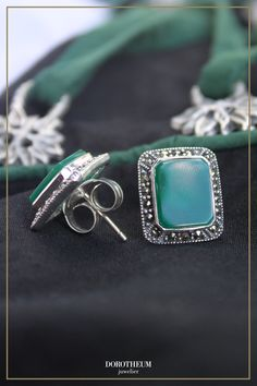 Zu unseren Lieblingen des Trachtenschmucks gehören definitiv Ohrringe. Sie setzen ein Statement, ohne die Show vom schönen Dirndl zu stehlen und sind in vielen Designs und Farben zu finden. Designs, Turquoise Bracelet, Gold, Gemstone Rings, Gemstones, Bracelets, Jewelry, Silver Stud Earrings, Dirndl