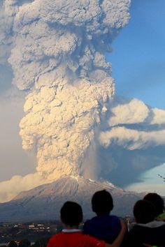 Les impressionnantes images de l'éruption du volcan Calbuco - Environnement - LeVif.be