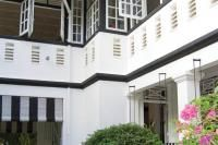 Mount Pleasant black and white house: Tour this beautifully decorated home White House Tour, Mount Pleasant, White Houses, House Tours, Multi Story Building, Mansions, Black And White, House Styles, Design