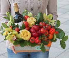 Ideas For Basket Gift Graduation Vegetable Bouquet, Food Bouquet, Edible Bouquets, Cactus Gifts, Chocolate Bouquet, Fruit Arrangements, Basket Decoration, Arte Floral, Craft Stick Crafts