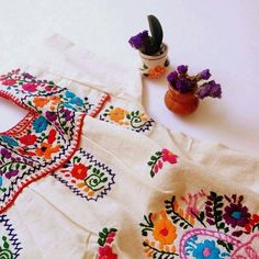 Mexican embroidered dress , above the knee . Sizes S to XXL . Available colors according waist , embroidery are the photos and the like that are embroidered by hand. They come in Yellow, Blue , Black , Green, Red , White, Fuchsia , Orange, Turquoise, Navy Blue, Gray, Pink Bubblegum . The dresses are especially Mexico bring order and shipment is delayed 3 days after payment. Size  S  : back 42 cm , 112 cm hip check colors available Size M  : back 46 cm , 120 cm hip Check Available colors Size…
