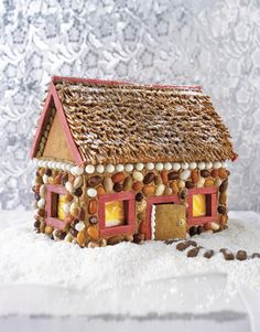 Little Cabin in the Woods Gingerbread House. Walls w/ jelly beans stuck in tinted icing. All-Bran cereal for the thatched roof and sticks of cinnamon gum to line windows and roof. Cool Gingerbread Houses, Gingerbread House Designs, Gingerbread House Parties, Christmas Gingerbread House, Christmas Treats, Christmas Time, Christmas Decorations, Gingerbread Decorations, Xmas