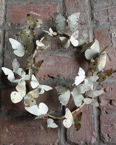 venok-iz-bumazhnykh-babochek-dekoking-com-ru Diy Paper, Paper Art, Paper Crafts, Diy Crafts, Fabric Crafts, Wreaths Crafts, Butterfly Crafts, Butterfly Wall, Butterfly Mobile
