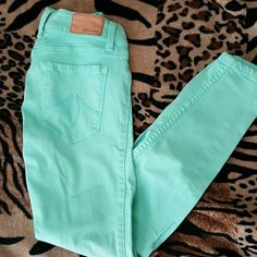 """LEVEL 99 Mint Green ultra skinny pants SZ 24 Level 99 Mint Green skinny pants. They are the """"janice"""" ultra skinny style. Super cute & great stretch! Excellent condition only worn a few times.. Looks great with tan boots. Great addition to any wardrobe. All offers accepted! Level 99 Pants Skinny"""