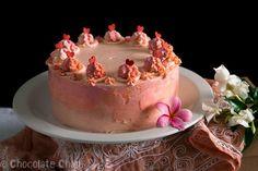 Шоколадный торт с клубникой и ванильным кремом / X-Style