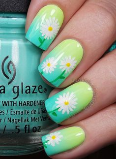 Green ombre nails as background for simple daisies. Definitely what spring and beauty is all about.