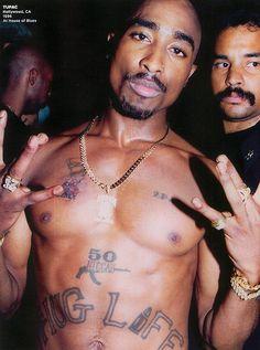 Hip Hop Weekly. Portraits 1980 - 2010.  Tupac Shakur / 2Pac.