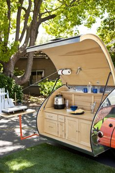 30 Amazing Picture of Glamping Camper Ideas Trailer. Buying used campers can prove to be profitable if someone has enough knowledge of the technical specifics. Also learn if you will be offered with a di. Teardrop Trailer Interior, Building A Teardrop Trailer, Teardrop Trailer Plans, Airstream Interior, Small Camper Trailers, Vintage Campers Trailers, Travel Trailers, Vintage Airstream, Airstream Trailers