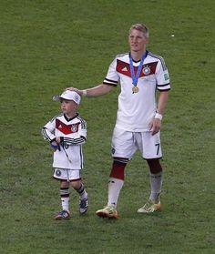 Bastian Schweinsteiger and Podolski's son, Louis. Germany tetra world champion! Deutschland gewinnt die Weltmeisterschaft! Germany 1 x 0 Argentina - July 13, 2014
