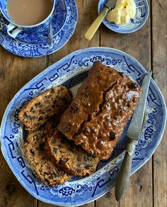 """A traditional recipe for Bara Brith, which translates as """"speckled bread"""" in Welsh. This recipe makes a large, rich Bara Brith tea loaf with no yeast. Welsh Cakes Recipe, Welsh Recipes, Loaf Recipes, New Recipes, Cake Recipes, Cooking Recipes, Favorite Recipes, British Fruit Cake Recipe, Bara Brith"""