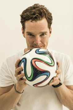 I love this picture because it includes two of my favorite things: Benedict Cumberbatch and soccer. --- I kinda like soccer so why not Benedict Sherlock, Sherlock Bbc, Sherlock Cumberbatch, Watson Sherlock, Sherlock Quotes, Johnlock, Martin Freeman, Benedict And Martin, John Martin