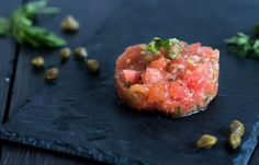 Vegetarian starter Christmas: tomato tartare – The answer is food - Fingerfood Ideen Vegetable Recipes, Vegetarian Recipes, Healthy Recipes, Vegetarian Starters, Deli Food, Feel Good Food, Quick Healthy Meals, Xmas Food, Food Dishes