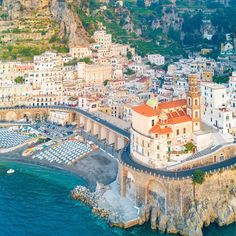 Amalfi Coast Tours in south of Italy by locals. Discover the Amalfi Coast with us by visiting places like Amalfi, Ravello, Capri, Positano. Atrani Italy, Amalfi Coast Tours, Day Tours, Wonderful Places, Paris Skyline, The Good Place, Dolores Park, Travel Photography, Nature