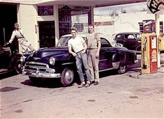 vintage gas station men posing in front of car Shell Station, Filling Station, Shell Oil Company, Nostalgic Pictures, Nostalgia, Gas Service, Old Gas Stations, Art Of Manliness, Gas Pumps