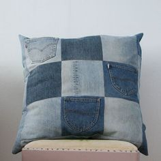 Recycled Jeans Crafts | Recycled jeans pillow (projects, crafts, DIY, do it yourself, interior ...